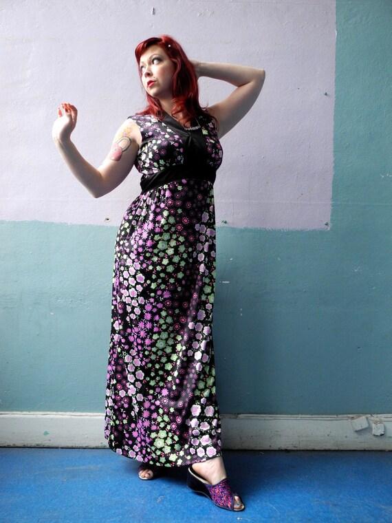 Vtg 70s Maxi Dress / Empire Waist / Floral Mod Pri