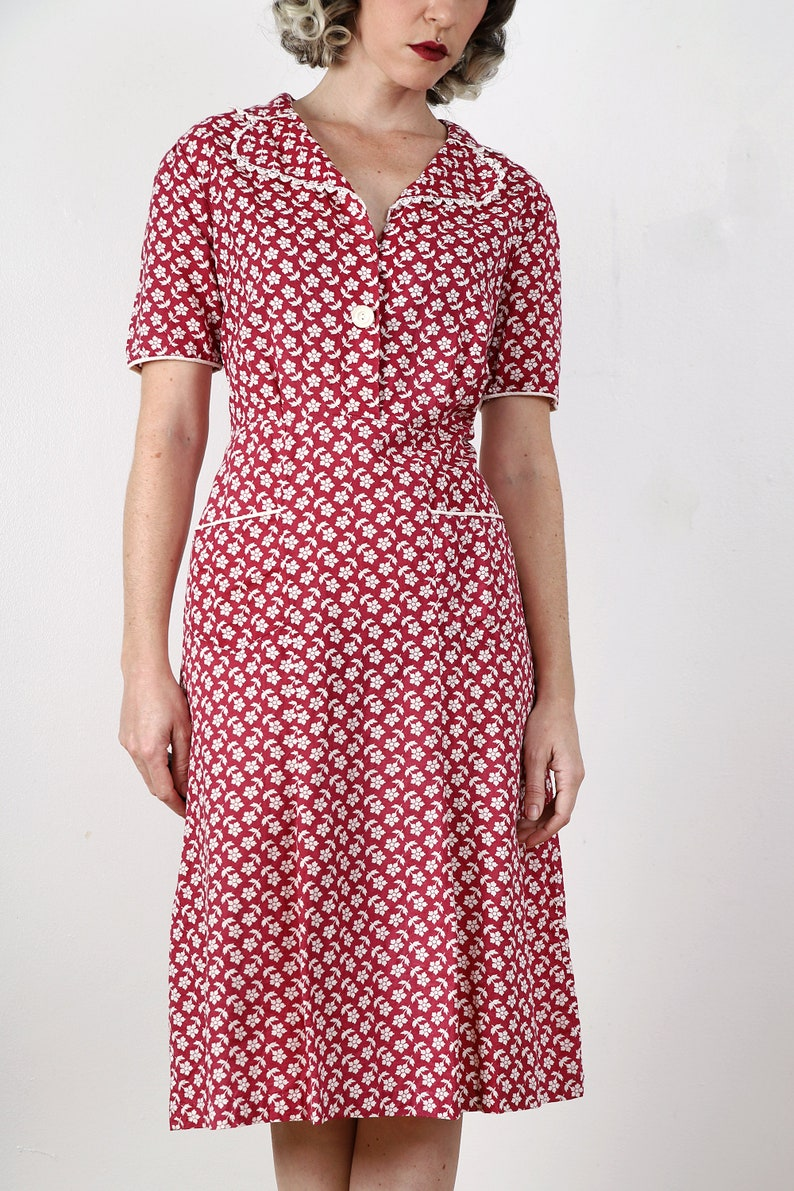 Vintage 1930s  1940s Adorable Red and White Cotton Floral House Dress  Day Dress  Pockets