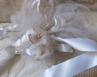 Vintage Français mariage fleurs mariage bouquet pomme de senteur w rubans, noeuds, accessoires de mariage blanc pour la mariée, accessoires de mariée blanc