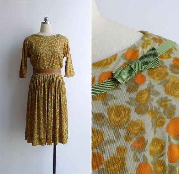 Vintage 50's Yellow Rose Floral Print Pleated Fit