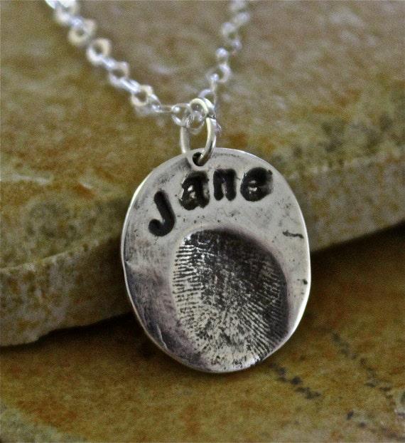 Fingerprint Name Necklace, Unisex Fingerprint Charm, Fingerprint with the name above charm, Single Fingerprint Necklace, Gift for Mom or Dad