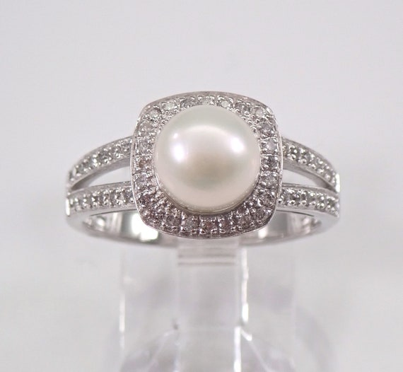 White Gold Pearl and Diamond Halo Engagement Ring June Birthstone Gemstone Size 7