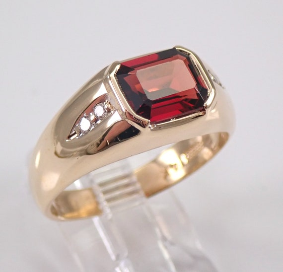 Vintage Estate 14K Yellow Gold Mens Garnet and Diamond Pinky Ring Size 10