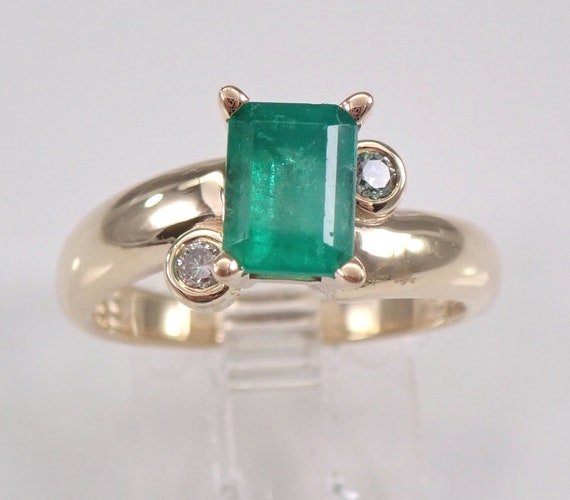 Vintage Estate 14K Yellow Gold Diamond and Emerald Engagement Ring May Birthstone Size 6.25 FREE Sizing