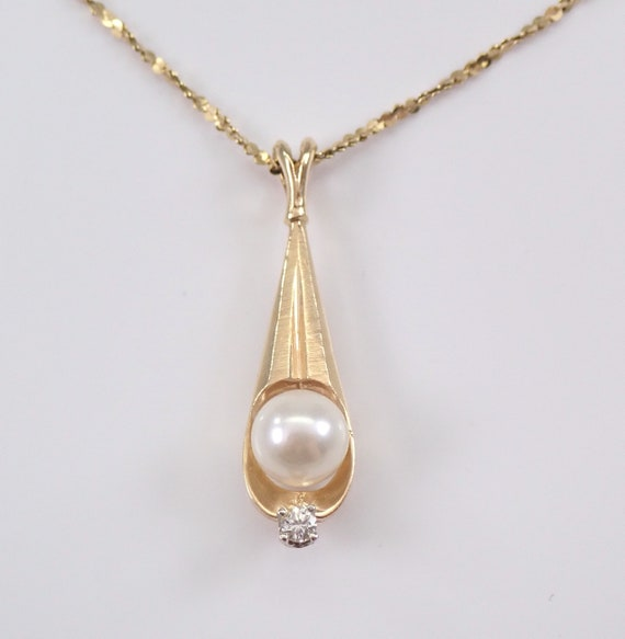 "Vintage 14K Yellow Gold Diamond and Pearl Drop Pendant Necklace Chain 18"" June Birthstone"