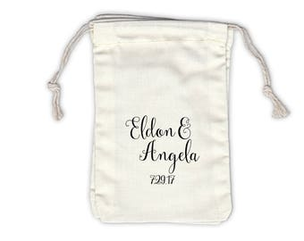 Bride and Groom's Names in Script Personalized Cotton Bags for Wedding Favors in Black - Ivory Fabric Drawstring Bags - Set of 12 (1036)