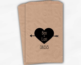 Arrow Heart Candy Buffet Bags in Black - Personalized Bride and Groom Names and Wedding Date Favor Bags - Kraft Paper Treat Bags (0123)