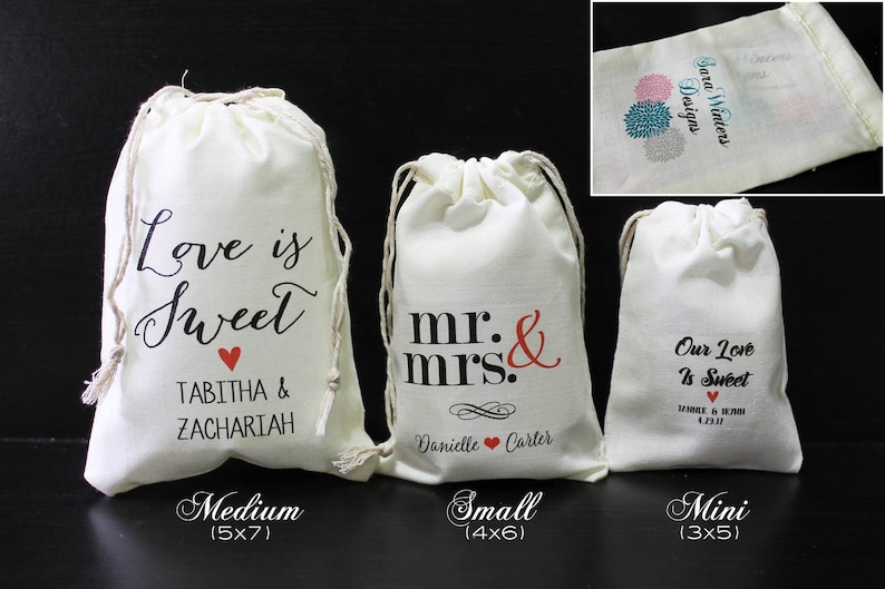 Personalized Marquee Wedding Favor Bags in Gold and Black with Names and Destination Ivory Fabric Drawstring Bags Set of 12 1053
