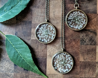 Dried Flower Necklace / Queen Annes Lace / Botanical Jewelry - Green Plant Necklace / Preserved Plant / Pressed Plant / White Flower
