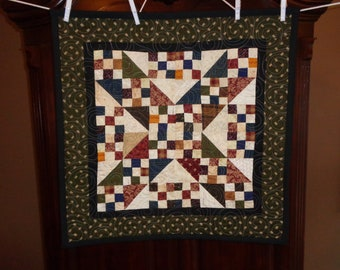 Country Quilt, Scrappy Table Topper 0413-01
