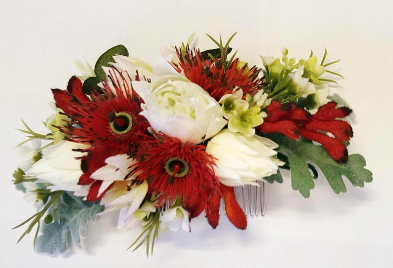 Silk flower hair comb. Blushing bride protea gum blossom image 0