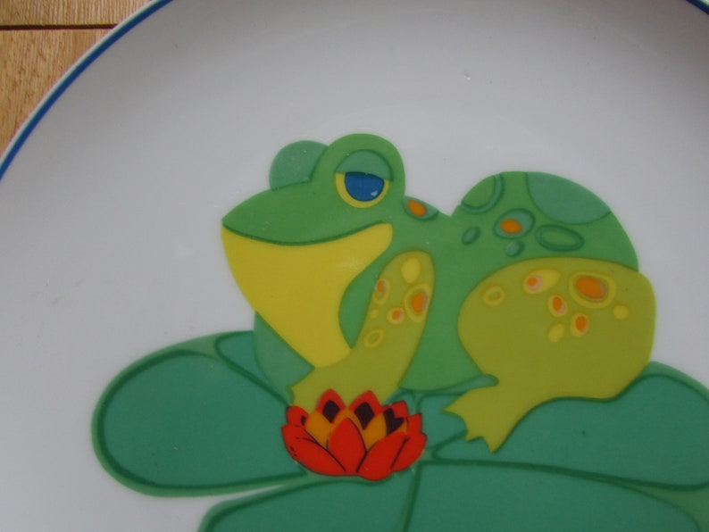 1973 God Bless Our Pad Friendly Greeters Sunshine Plates Frog