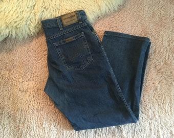 Straight leg Wrangler Jeans, relaxed blue jeans, regular waist / Medium W 32 L 32