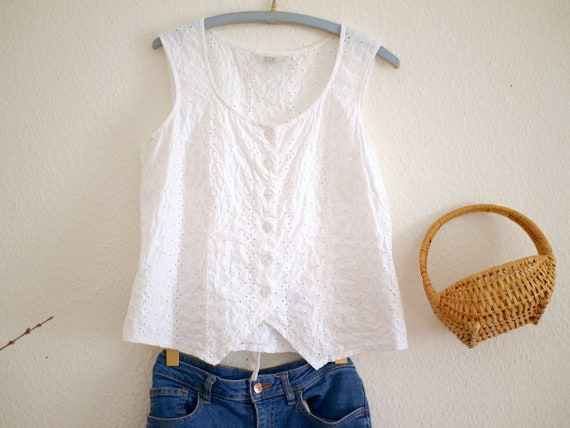 White cotton eyelet top / sleeveless boho summer t