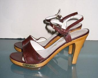 66d6882cde4 Vintage Nina Leather   Wood Heeled Sandals Size 8 M US