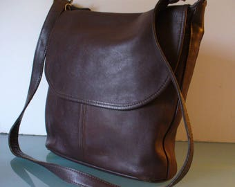 f2f9b3def0 Vintage Coach Brown Feedbag Style Shoulder Bag