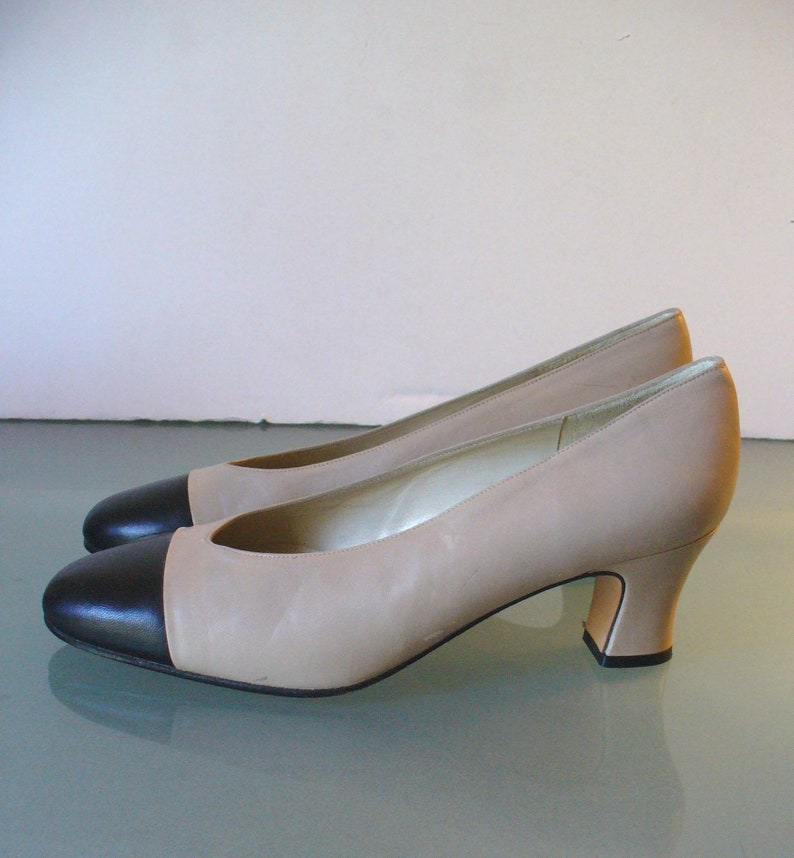 e0ce909f65a Vintage Delman Black & Taupe Leather Spectator Pumps Size 6.5M