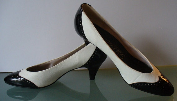 b780f30f050 Life Stride Black & White Spectator Pumps Size 7.5AA