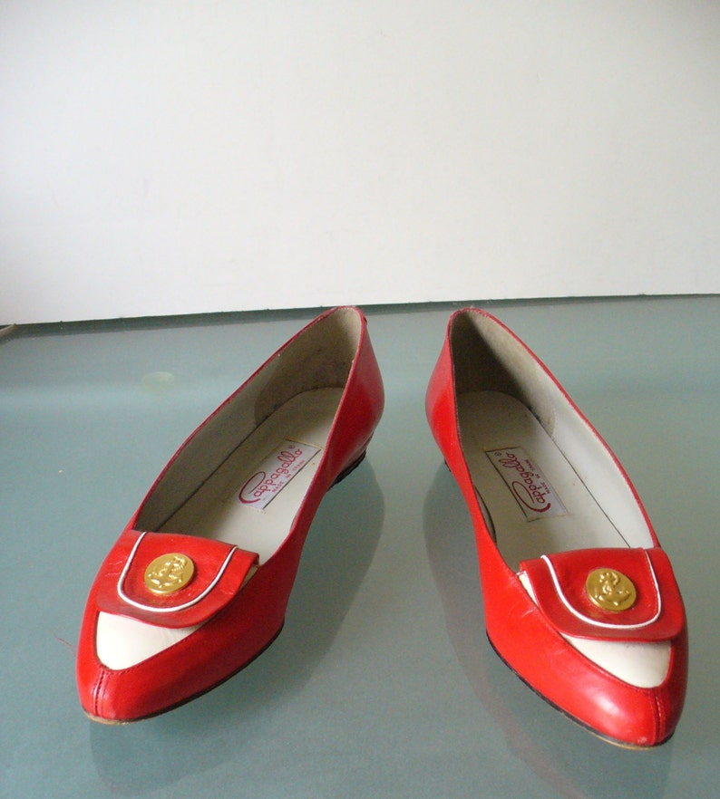 611ea9e83f2 Vintage Red & White Pappagallo Spectator Pumps Size 7 US