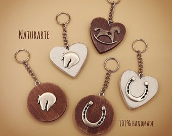 Keychains with equestrian silhouettes