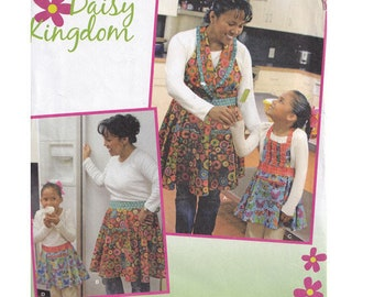 Set of Aprons in 2 Styles for Mother and Daughter Uncut Daisy Kingdom Simplicity Sewing Pattern 1899 Girls Sizes 4 - 14 Womens Sizes 10 - 20