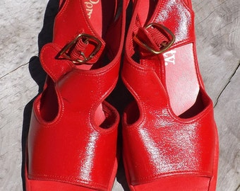 74fa173dd Vintage PERSONALITY Kitten Heel Sandals 6.5