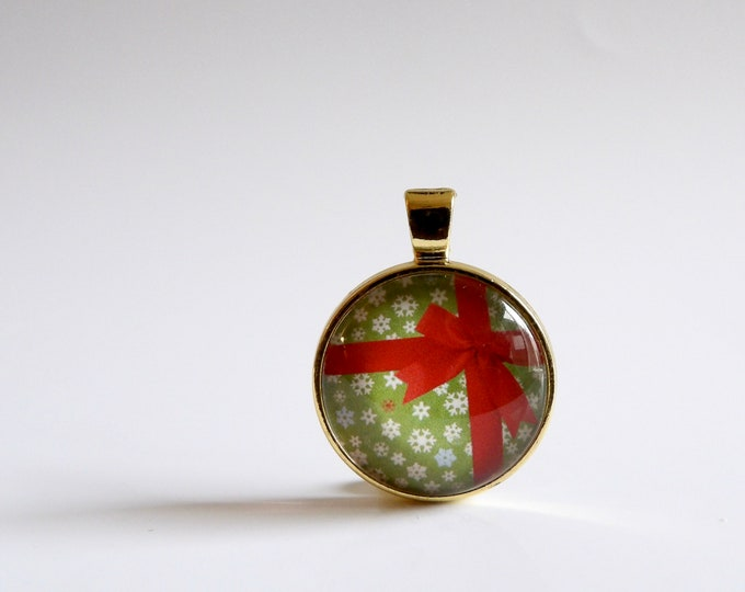 Present, Christmas Gift, Gold, Necklace, Holiday, Pendant, Christmas Tie, Christmas Party, Holiday Party, Gold Bezel