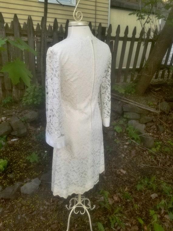 Vintage 1960s Short Ivory Lace Wedding Dress- Mod… - image 6