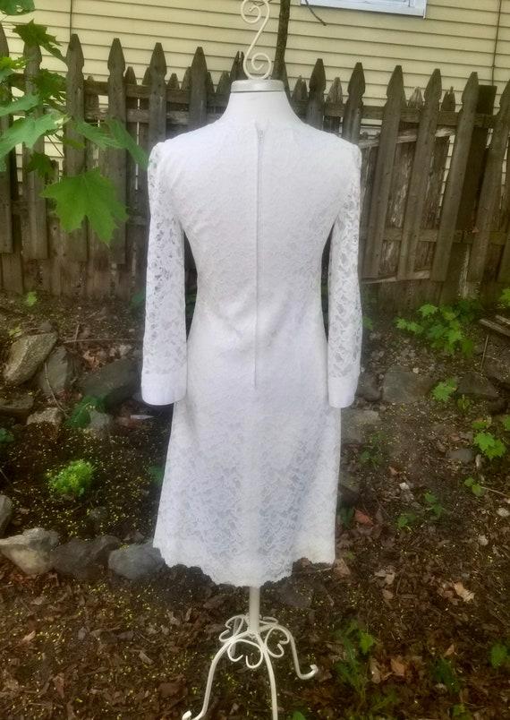 Vintage 1960s Short Ivory Lace Wedding Dress- Mod… - image 5