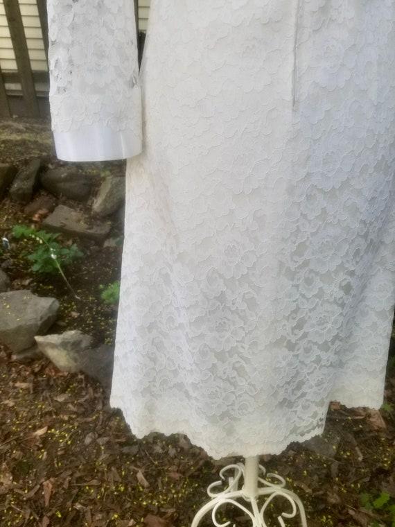 Vintage 1960s Short Ivory Lace Wedding Dress- Mod… - image 7