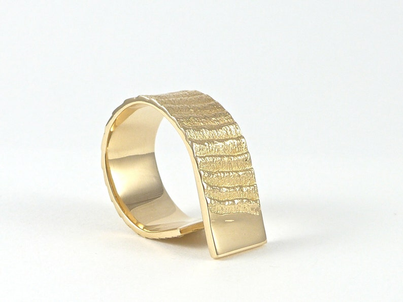 Stairway to the moon 14ct gold ring image 0
