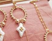 THOOSA // pendant handbeaded engraved pearls earrings
