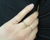 Bague fine en micro tubes et perles d'eau douce // Extra thin ring with tiny pearls