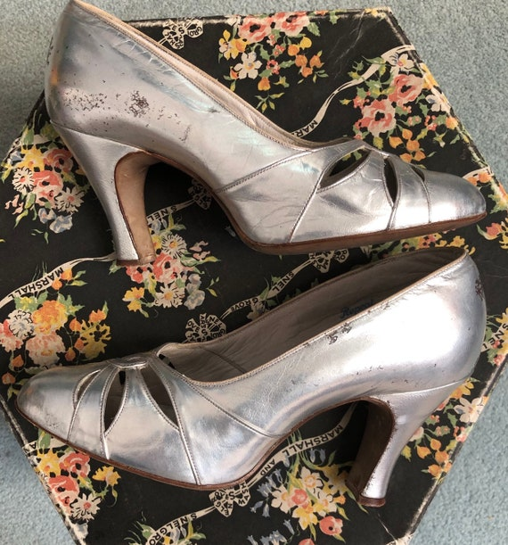 Stunning Silver 1930's Shoes - image 3