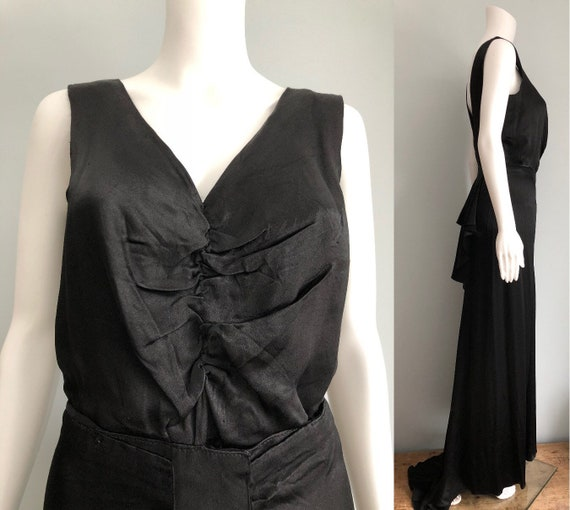 Beautiful 1930's Silky Crepe Evening Gown