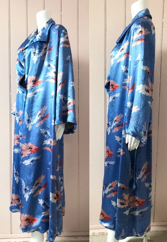 Beautiful 1930's Floral Satin Dressing Gown - image 2