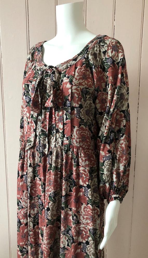 Pretty 1970's Floral Smock Dress