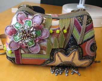 COLORFUL COLLECTIBLE Mary Frances Purse