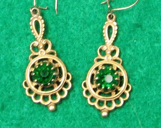 Vintage Style Filigree Good Tone Green Glass Earrings