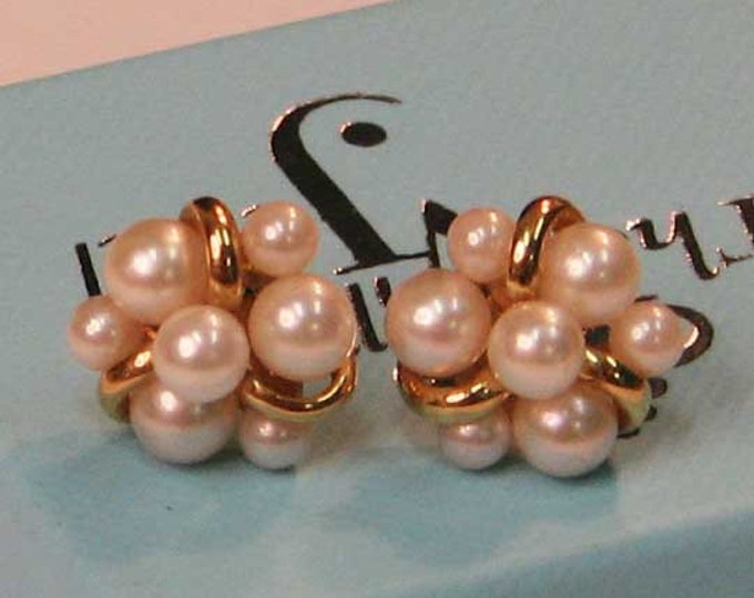 LOVELY TASTEFUL CLASSIC Pearl Cluster Earrings in Gold