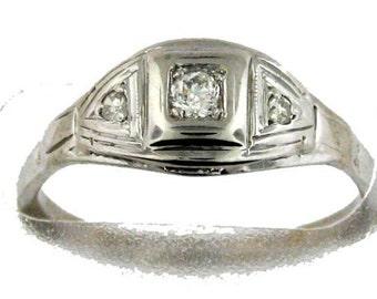 Lovely Vintage Art Deco White Gold Diamond Ring