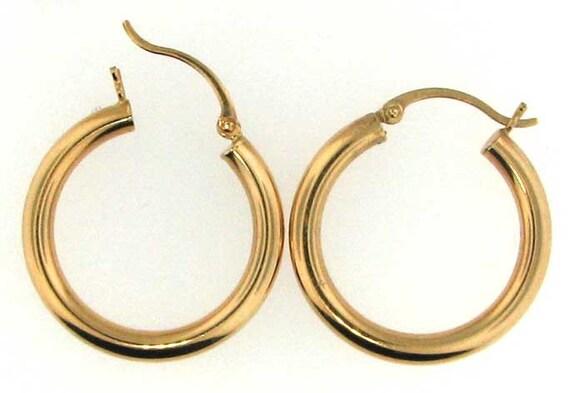 Classic 14K Yellow Gold Hoop Earrings