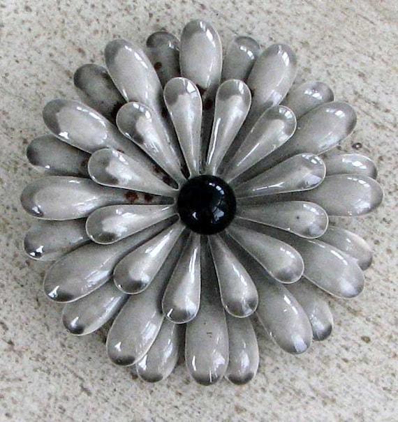 Vintage 40s Painted Metal Flower Brooch