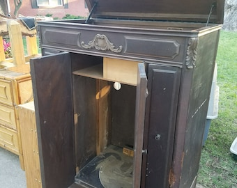Vintage Victrola Great Repurposed Furniture Idea Piece