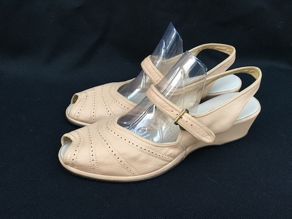 vintage 1940s 1950s Tan leather open toe wedges