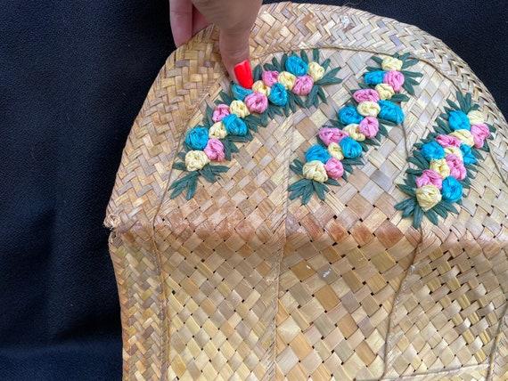 Vintage tiki 1950s woven straw 3D flower clutch p… - image 8