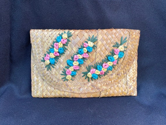 Vintage tiki 1950s woven straw 3D flower clutch p… - image 1