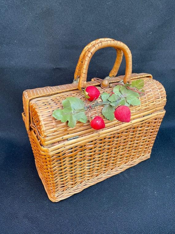 Vintage 1950s woven basket purse w/fruit