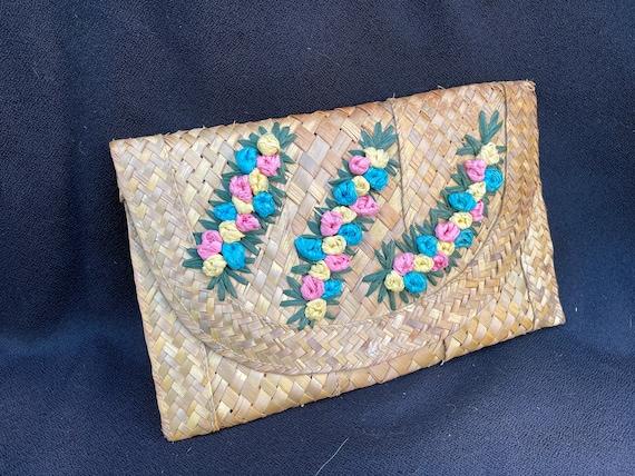 Vintage tiki 1950s woven straw 3D flower clutch p… - image 2