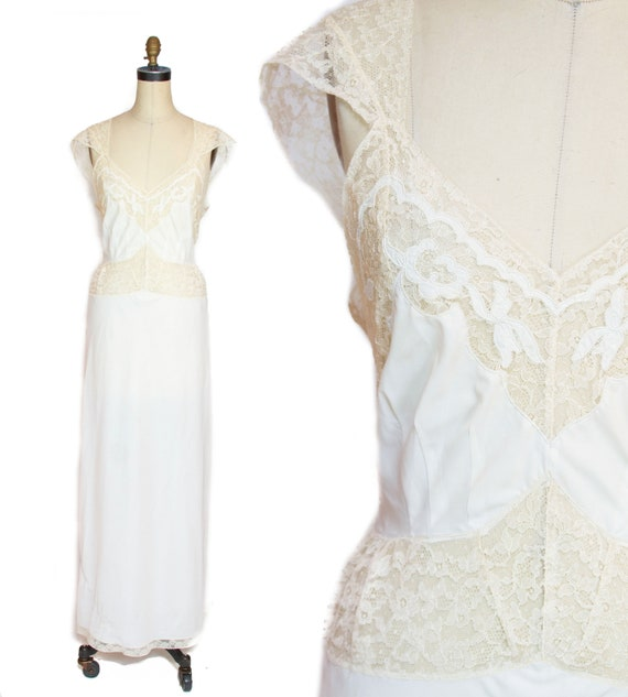 1940s Nightgown ~ Lace and White Rayon Nightgown L